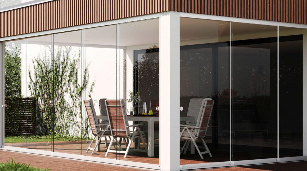 Prolonger la saison des terrasses avec les portes coulissantes en verre